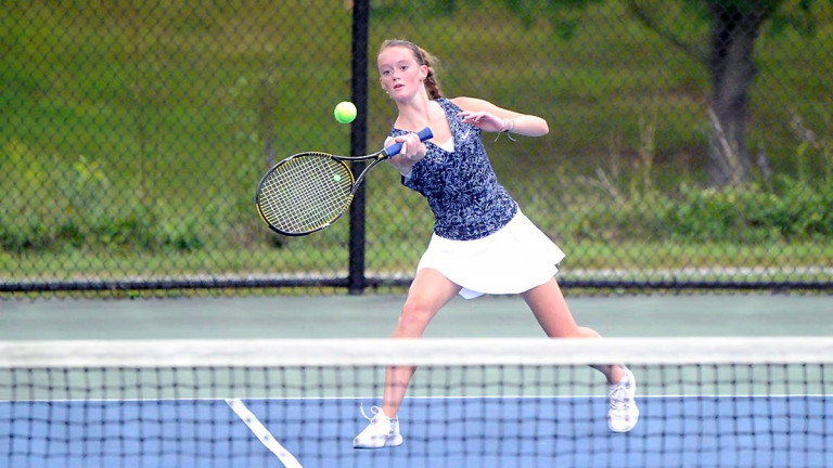 Wolverines outlast Vikings thanks to doubles success