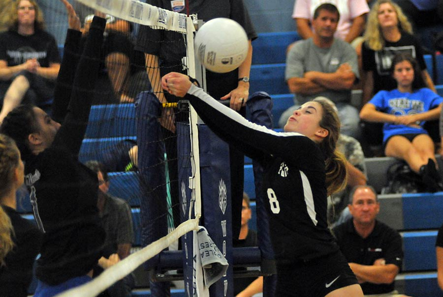 Lauren Ketwitz keeps a shot out of the net during a rally in Wednesday's match.