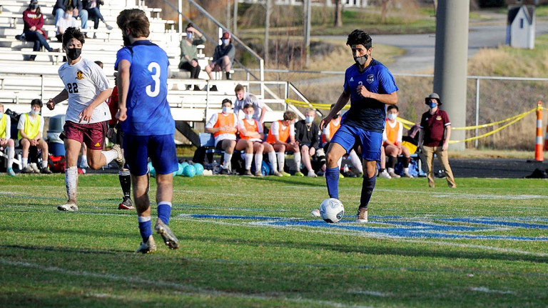 Early blow helps spark Gryphons in playoff win over Wolverines