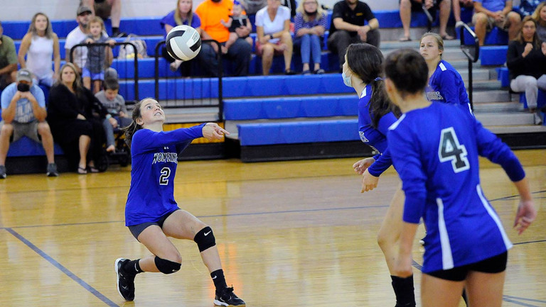 Polk Middle subdues Apple Valley in straight sets